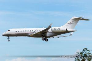 Bombardier BD-700-1A10 Global Express (XA-PIL) Private