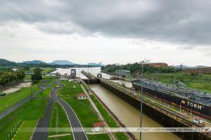 Vue vers le Pacifique depuis l'écluse de Miraflores sur le Canal de Panama