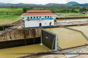 Système de portes sur l'écluse du Canal de Panama à Miraflores
