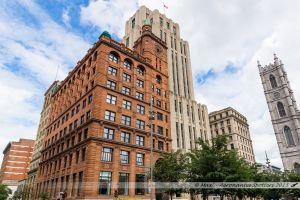 Place d'Armes de Montréal : Édifice New York Life, le 1er Gratte-Ciel du Canada, construit en vieux grès rouge et inauguré en 1889