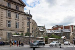 Le Vieux Séminaire de Saint-Sulpice, construit en 1684, c'est le bâtiment le plus ancien de la ville de Montréal
