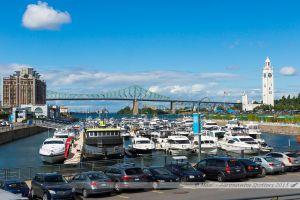 Bassin de l'horloge et Tour de l'Hormoge avec au fond, le pont Jacques Cartier