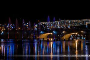 Illuminations 2015 : Pont Aristide Briand et jets d'eau dans la Mayenne