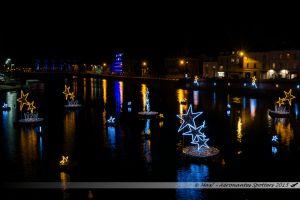 Illuminations 2015 : Décors flottants sur la Mayenne en direction du Viaduc