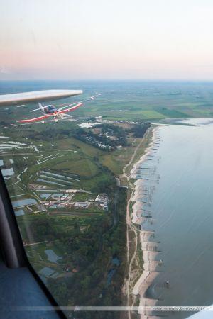 Le DR400 F-GXBR dans la baie de Bourgneuf, près des marais salants de Bourgneuf en Retz
