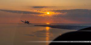 Le DR500 F-HMYY nous offre un superbe dépassement au coucher du soleil au large de Pornic