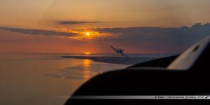 Le F-HMYY dépassant notre F-GYBB lors du coucher du soleil sur la côte de Jade !