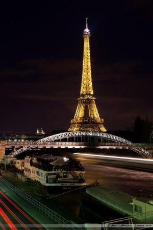 La Tour Eiffel et le pont Rouelle du RER C depuis les quais de Seine