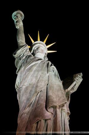 Statue de la Liberté trônant à la pointe de l'île aux Cygnes