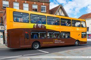 Bus assurant la navette avec le site préhistorique de Stonehenge