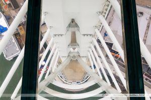 Vue depuis le plancher en verre de la Spinnaker Tower.