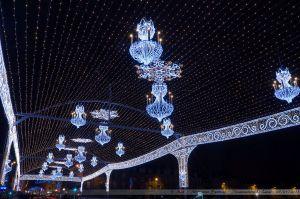 Les Lumières de Laval 2012 - La voute étoilée du Pont Aristide Briand avec ses lustres