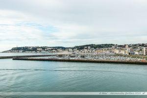 Port de plaisance du Havre, vue depuis le ferry en manoeuvre d'évitement dans le port du Havre