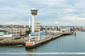 Capitainerie du port du Havre, vue depuis le ferry en manoeuvre d'évitement dans le port du Havre