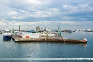 Le terminal des Croisières du port du Havre, vu depuis le ferry en manoeuvre d'évitement dans le port du Havre
