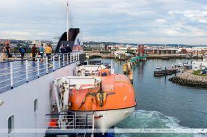 Etretat de la Brittany Ferries en manoeuvre d'évitement dans le port du Havre