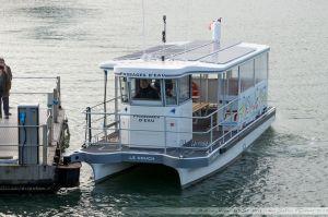Le Nouch, premier des nouveaux passeurs acquis par la ville en 2012. Il possède la particularité d'une propulsion à énergie solaire.