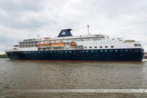 Le Minerva, navire de croisière de 133m de long appartenant à l'armateur Swan Hellenic, quittant Nantes et passant ici Indret