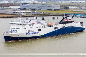 Ferry Etretat de la Brittany Ferries quittant le port de St Nazaire-Montoir