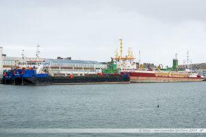 Chalands et navire sablier le Saint Germain