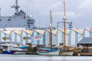 Goellettes dans le port de Saint Nazaire