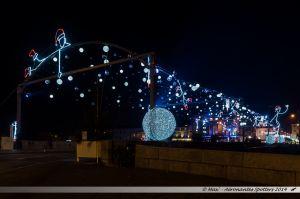 Les Lumières de Laval 2014 - Le pont Aristide Briand avec sa voute de lutins et de boules de neige