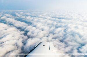 Vu du Ciel : Couche nuageuse surplombant les vignes près de Clisson