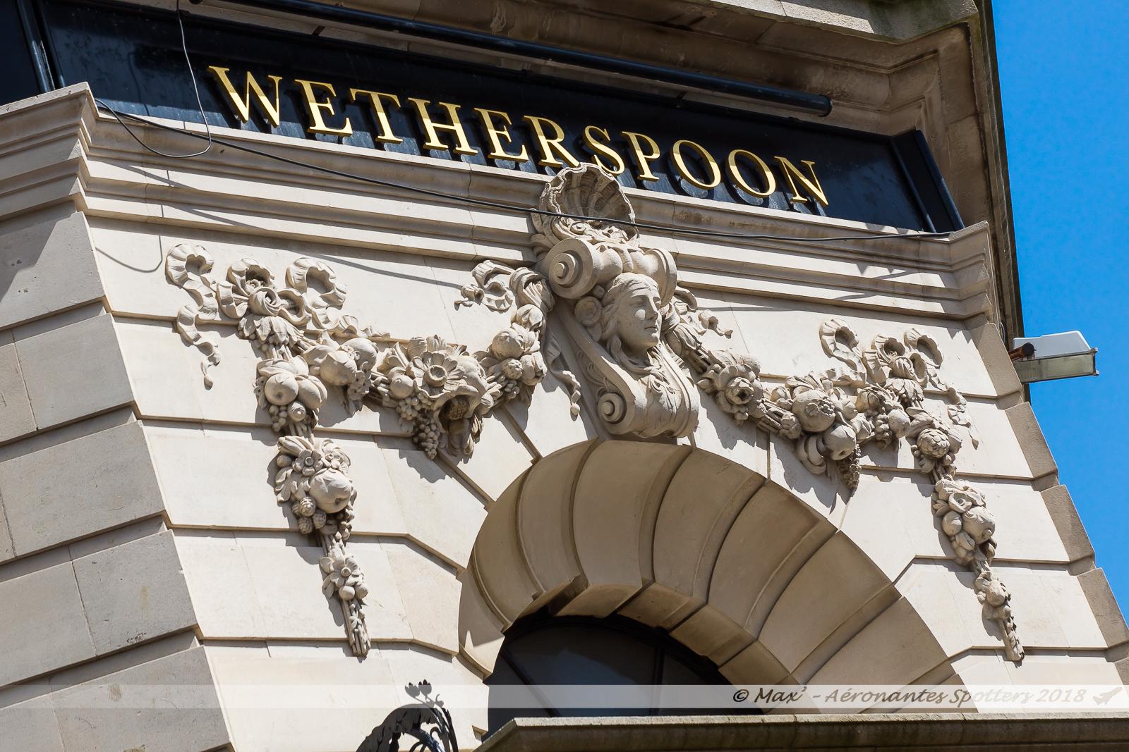 """Bar """"The Post and Telegraph"""", aménagé dans le batiment, classé, d'une ancienne banque"""