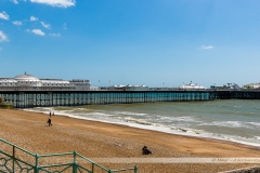 Brighton Pier et la plage de galets