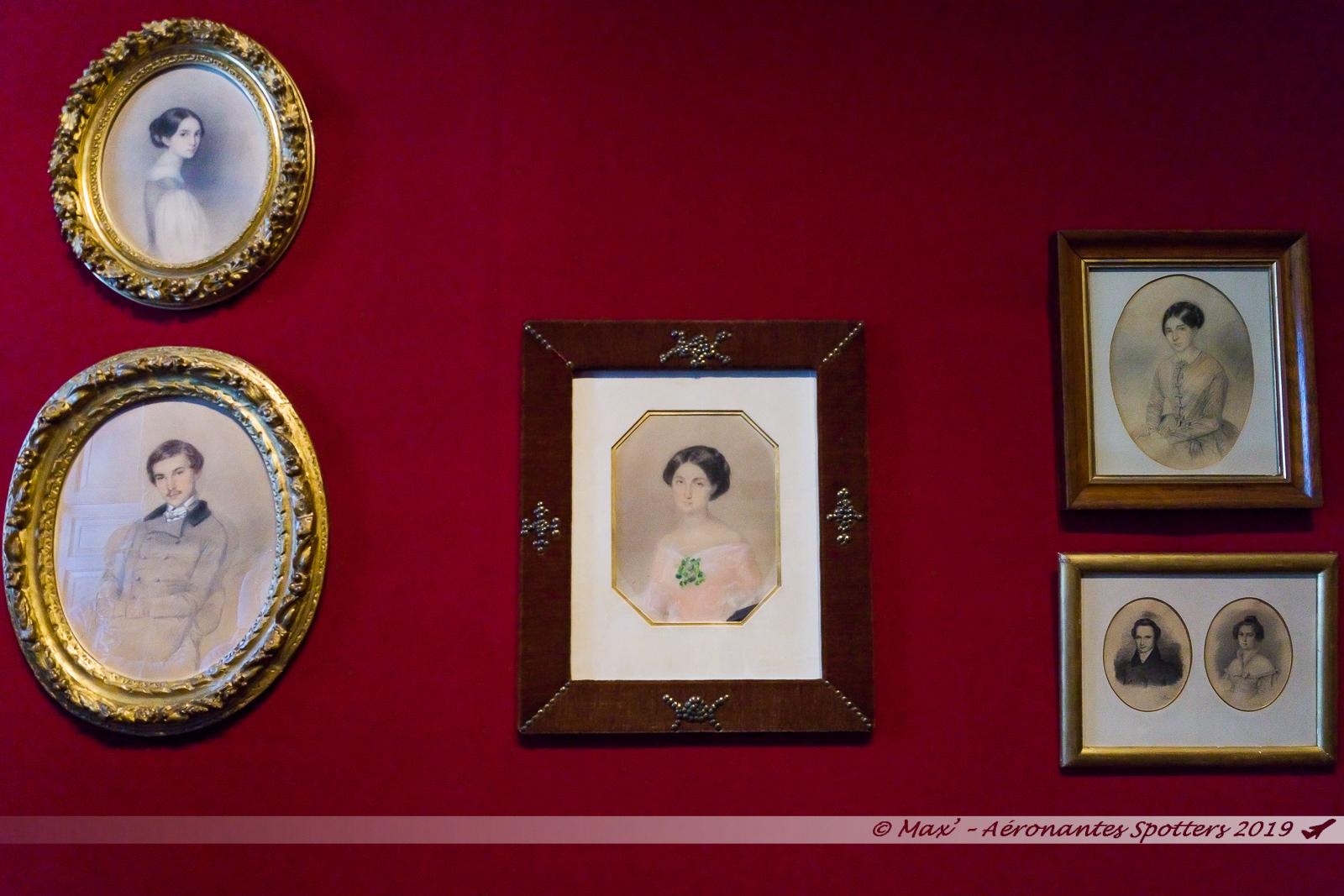Hauteville House - Portraits de famille dans la salle du billard