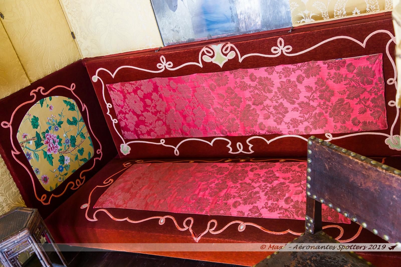 Hauteville House - Lit divan dans la chambre de Victor Hugo (3e étage)