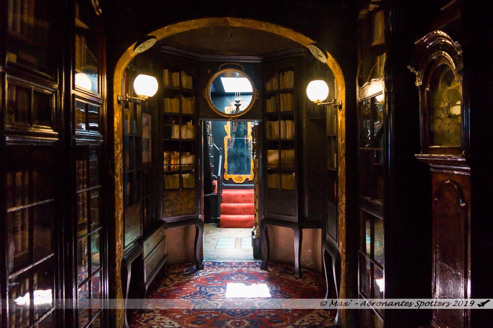 Hauteville House - Palier bibliothèque (2nd étage)