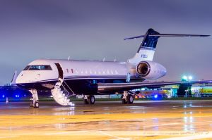 Bombardier BD-700 Global 5000 (N700LS) The Limited Stores Company