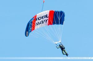Parachutiste de la Royal Navy à Yeovilton pour le lancement du
