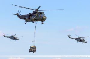 Les insurgés neutralisés, les Seakings reviennent récupérer commandos et matériels...