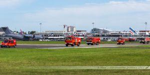 Pompiers du SIAE du Bourget se préparant en vue du début des vols d'entrainement