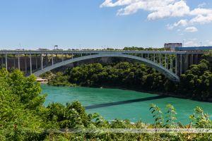 Le Rainbow Bridge, pont enjambant Niagara River, et servant de point frontière entre les USA et le Canada