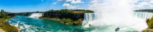 """Vue panoramique sur les chutes du Niagara. De droite à gauche, les chutes Canadiennes, la cascade du """"Voile de la Mariée"""", les chutes américaines, le Rainbow Bridge"""