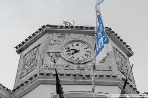 Close-up sur l'horloge de la Mairie des Sables d'Olonne