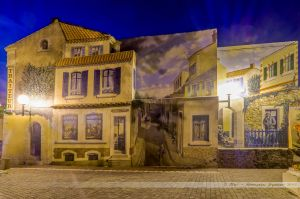 Fresque sur les maisons de la Place Sainte Anne dans le quartier de la Chaume