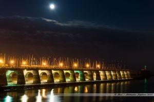 Passerelle des Piles et base de mer, au clair de Lune