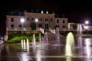 Palais de Justice des Sables d'Olonne, avec les jets d'eau de sa place