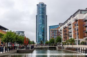 """L'ancien canal et """"East Side Plaza Tower"""" construite en 2008"""