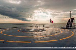 Plateforme hélicoptère sur le pont supérieur du ferry Etretat de la Brittany Ferries à l'approche du Havre