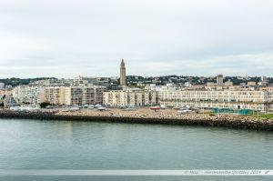 Ville du Havre, vue depuis le ferry en manoeuvre d'évitement dans le port du Havre
