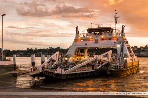 Bac 23 assurant la traversée de la Seine entre Quilleboeuf et Port Jérôme