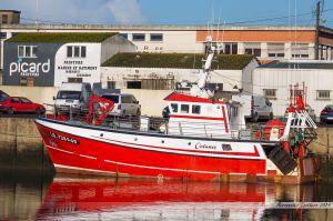 Océanos à quai dans le port de pêche