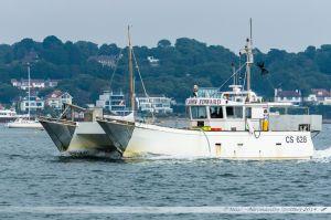 Bateau de pêche le John Edward rentrant au port de Poole