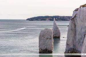 """On découvre aussi les """"Pinacles"""", deux rochers pointus séparés de la falaise..."""