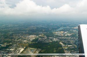 Vu du Ciel : Carquefou et les bords de l'Erdre. Au premier plan, la nouvelle prison de Nantes
